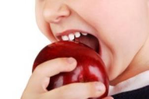 Brossage des dents chez les enfants, bains de bouche pour les enfants